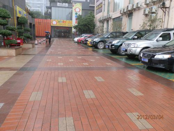 商业街必威app链接砖
